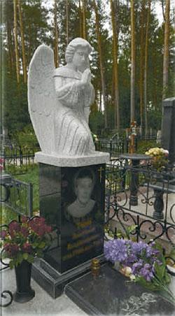 Памятники на могилу из мраморной крошки в нижнем новгороде цены Мемориальный одиночный комплекс с крестом Мосальск